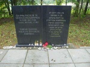 Holokausto aukų vieta Antanašėje.