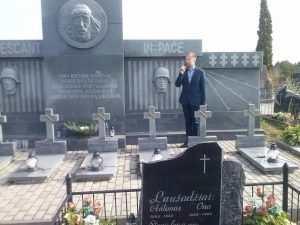 Minėjimas prie Birželio sukilimui skirto monumento Obelių kapinėse